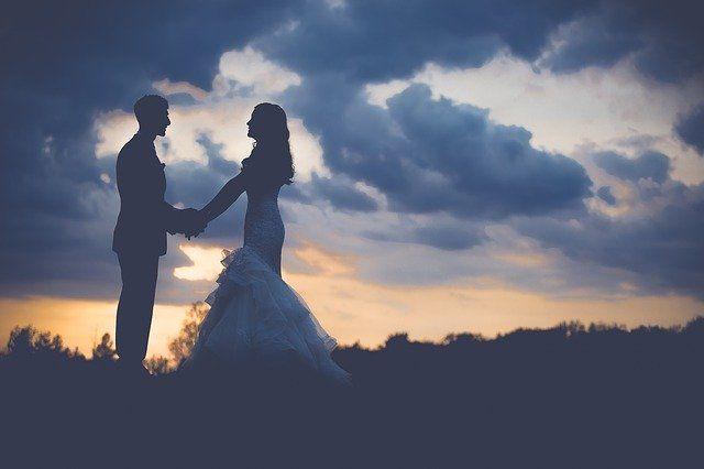 Średni wiek brania ślubu