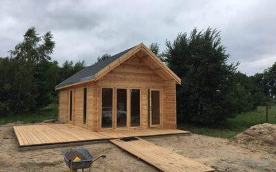 Dlaczego domki letniskowe z drewna to doskonały pomysł na zagospodarowanie terenu rekreacyjnego?
