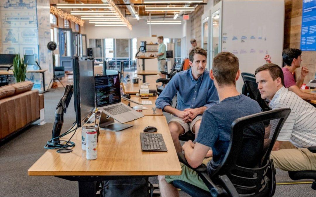 Czym różni się outsourcing od pracy tymczasowej?