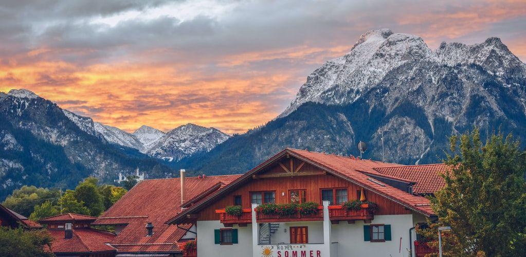 widok na hotel w górach