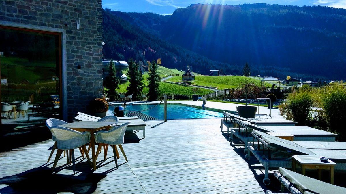 hotel w górach z basenem